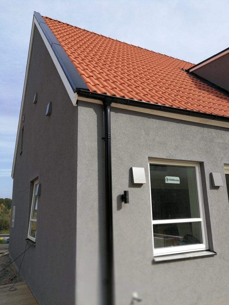 Tvåfamiljshus i Skåne med decentraliserad ventilation från Energy Building